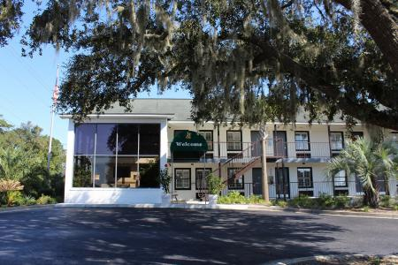 Hotel Creekside Lands Inn