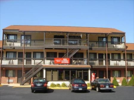 Hotel Colonial Inn & Suites